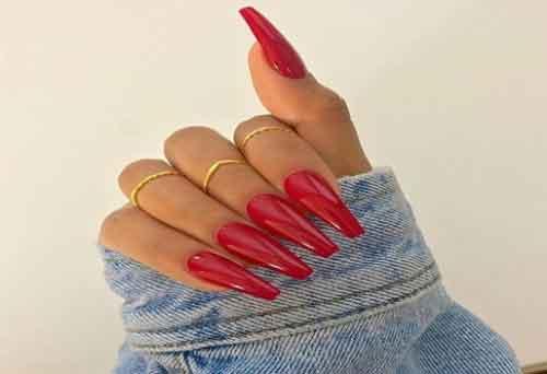 Uñas acrilicas rojas con beige