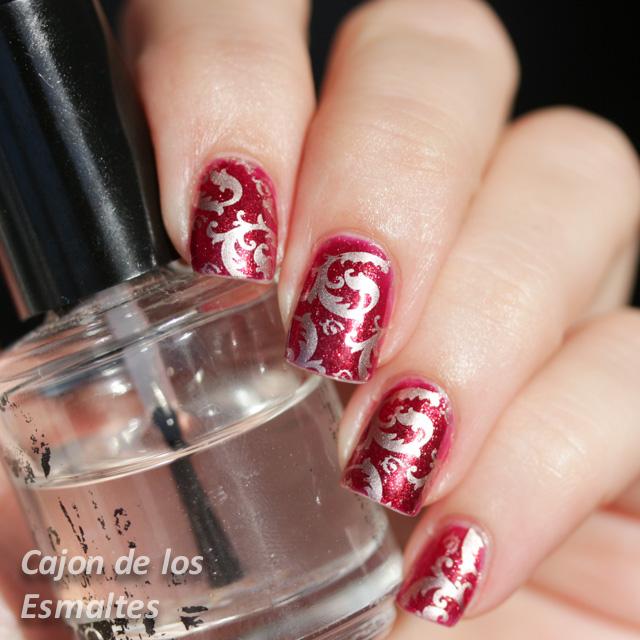 Uñas acrilicas rojas  con glitter
