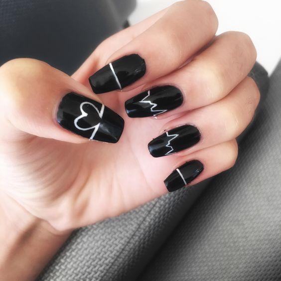 Uñas acrilicas negras puntiagudas