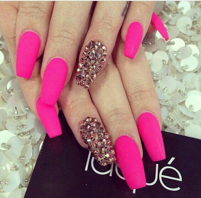 Ideas para decorar las uñas de Rosa
