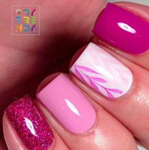 Uñas decoradas color rosa cortas