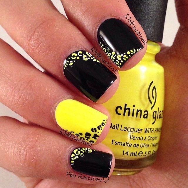 Uñas acrílico negras con amarillo