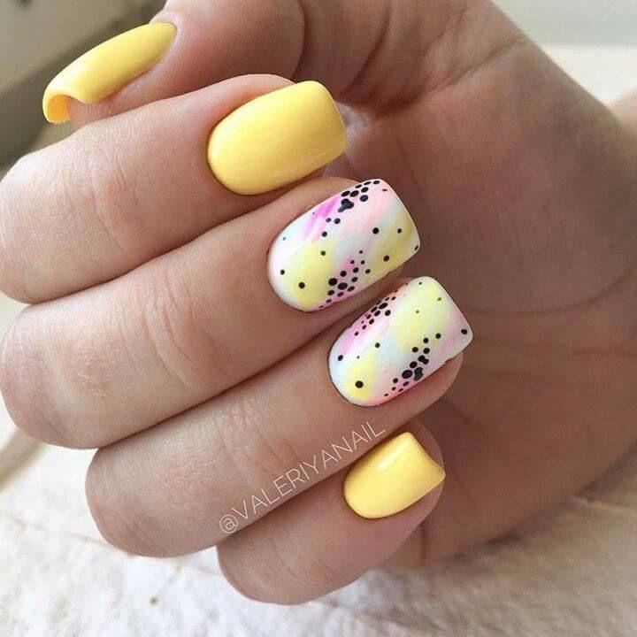Uñas acrilicas amarillas decoradas