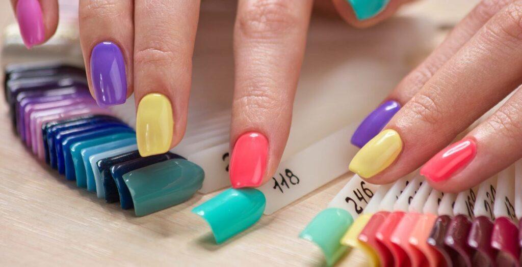 Esmaltes de uñas semipermanentes  en casa